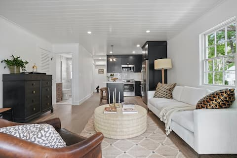 """""""Crow's Nest"""" Luxurious 1-Bedroom at Cape Porpoise"""
