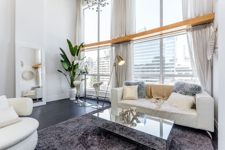 Designer Loft in Downtown Vancouver 2 Bds/Sleeps 3