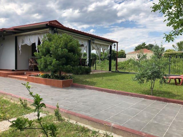 Σπίτι με κήπο!