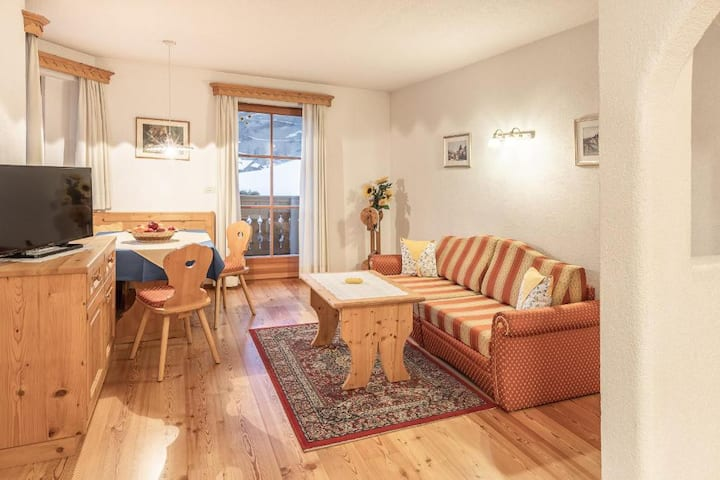 "Cosy Holiday Apartment ""Désirée Appartement Dolasilla"" with Balcony, Mountain View, Wi-Fi & TV; Parking Available"