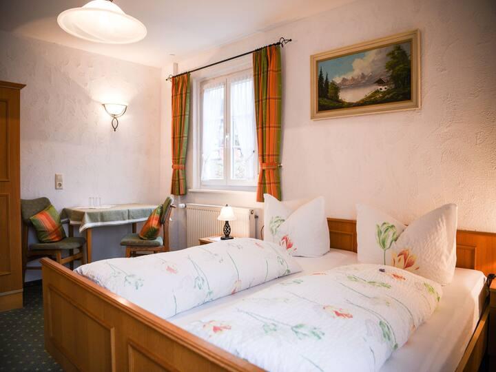 Haus Luise, (Lenzkirch), Doppelzimmer 1 mit WC und Dusche