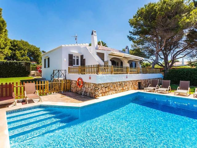 VILLA BINI SAMSARA-Ideal for families, fenced pool, close to Binibeca beach