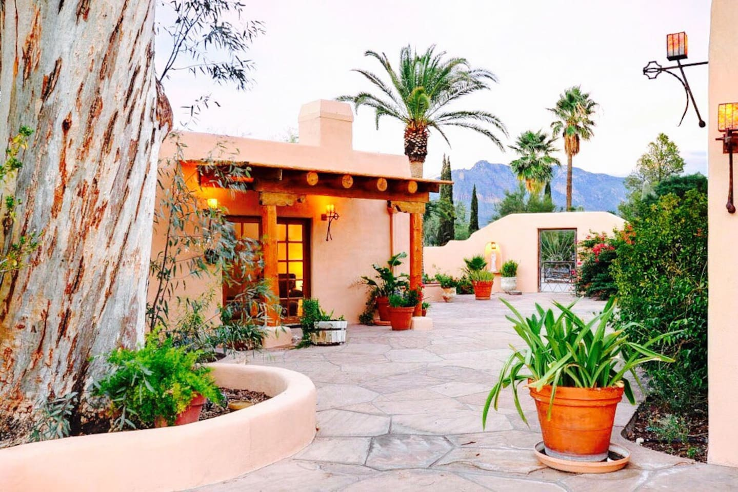 A large flagstone courtyard with picturesque views of the Catalina Mountains rests between Casita Del Rey and the main house.