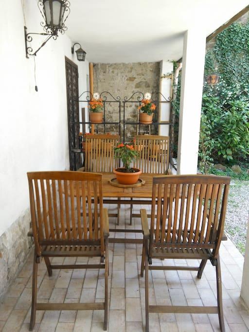 tavolo del giardino