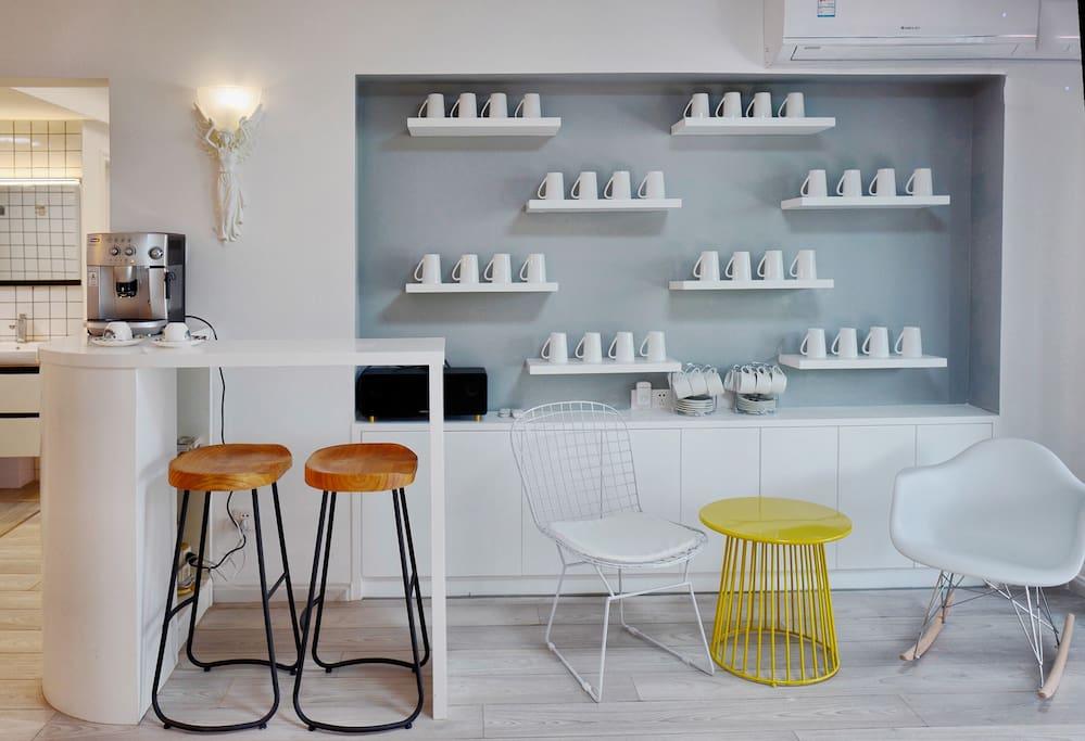 客厅是一个咖啡吧