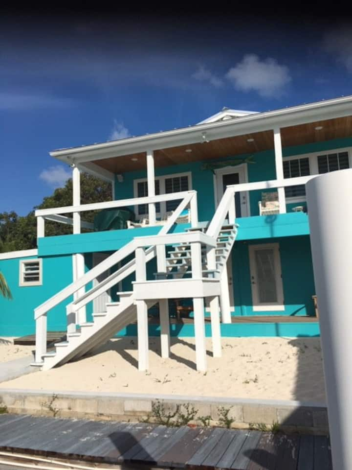 4 bedroom 4 bath with dockage and walk to beach