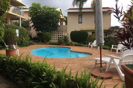 South Coast Family Gem - Pool and a Sea View