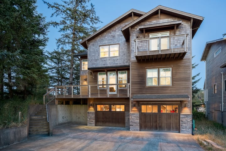 Riverfront Dream, luxurious 6 bdrm. home with views in the heart of Pacific City