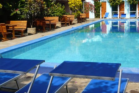 Nadia's retreat with gorgeous garden and pool - Grenada - Dům