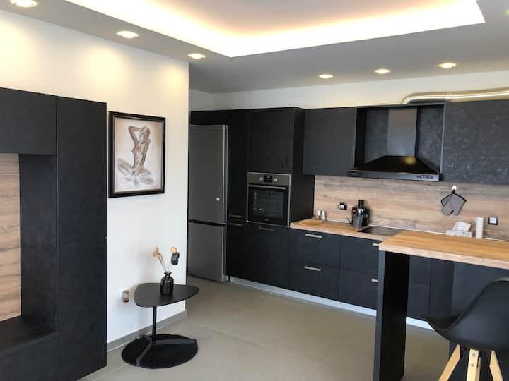 Contemporary Designer Apartment, Perfect Location