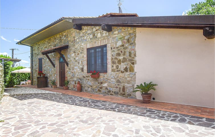 Semi-Detached with 2 bedrooms on 40m² in Grilli Vetulonia