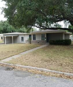 Spacious 3BD/2BA in Alice, TX