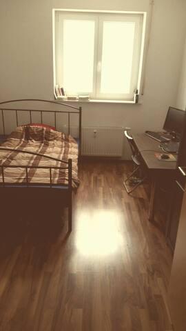 Helles 13qm Zimmer nahe Stadtmitte