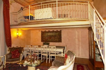 Renaissance style apartment in the city center - フィレンツェ