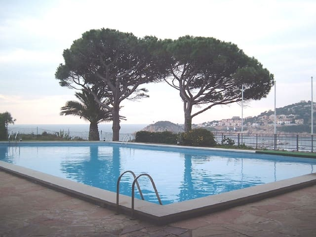 Apartment with communal pool in Sant Feliu de Guíxols.