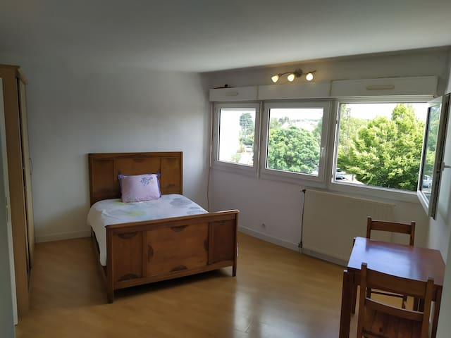 Calm & Simple flat, 30 min from Paris & Versailles