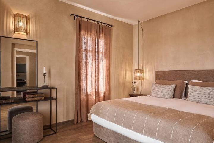 Luxurious Villa close to Agios Prokopios beach