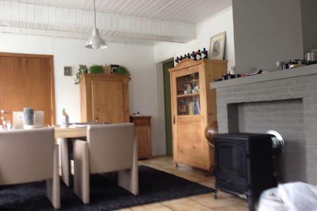 Chambre dans maison de campagne. GF - Beringen - Dom