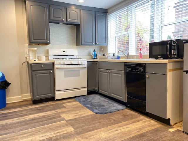37th, townhome to yourself, Full Kitchen