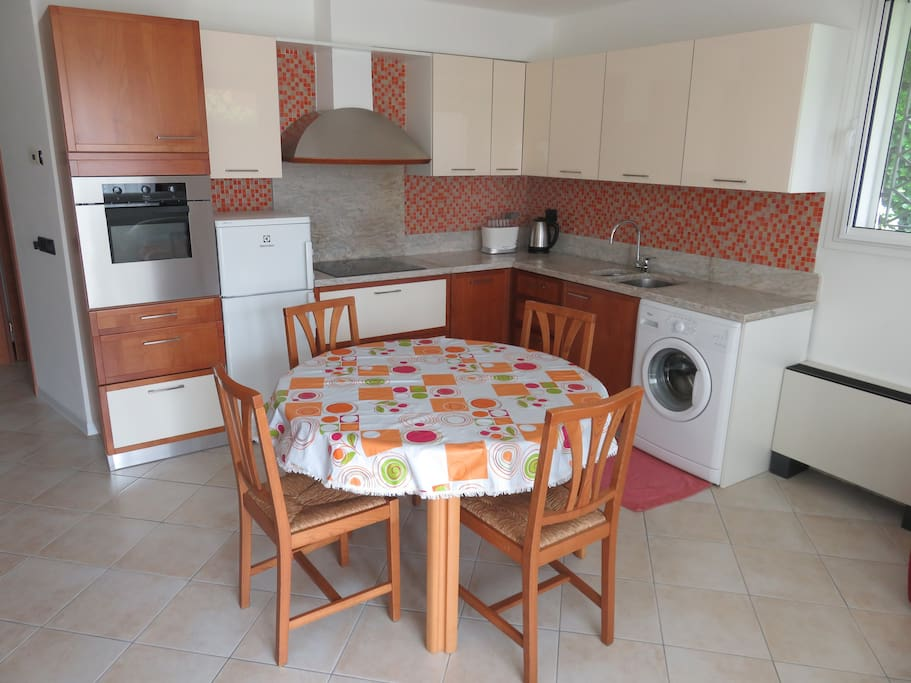 Cucina attrezzata * Fully furnished kitchen