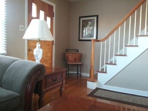 4 BR Cozy Cape Cod: Ultimate Privacy/Executive