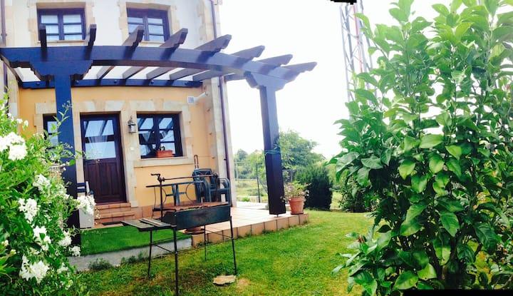Chalet con jardín privado en Santillana del Mar