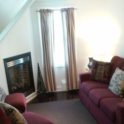 *Gorgeous 2 bed unit, close to all, with parking!* - Provincetown - Hus