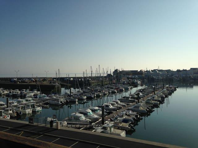 Vue port et mer
