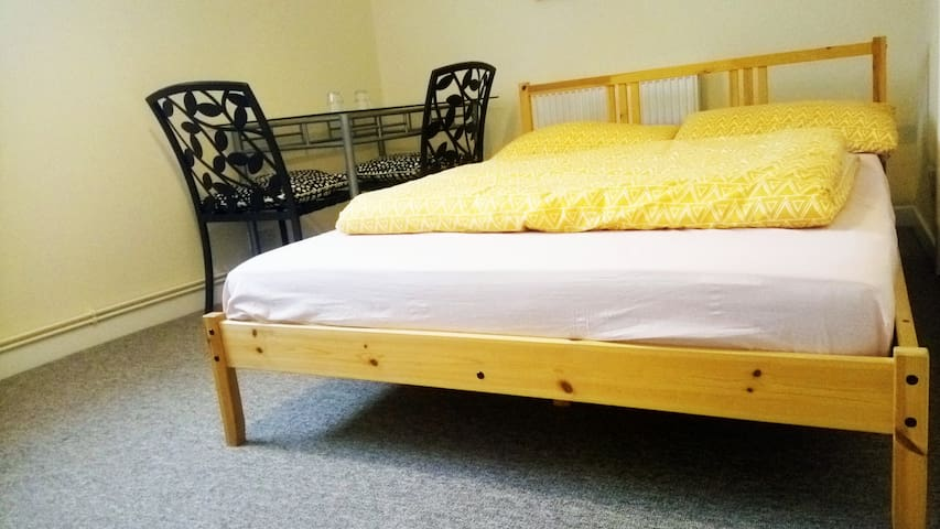 Double bed room with free street parking