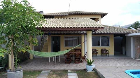 Belíssima Casa em Jauá próximo ao mar.