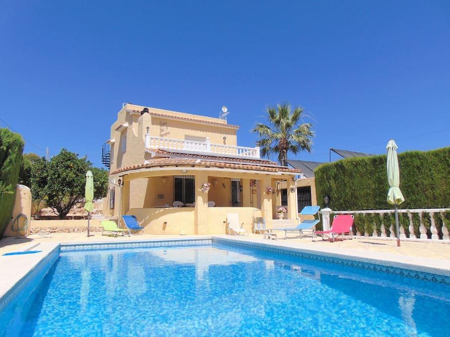 Villa sol y sombra villa con piscina privada casas de for Alquiler chalet piscina privada comunidad valenciana