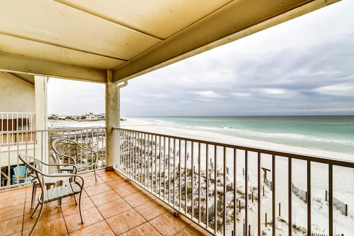 Picturesque gulf-front condo on 30A! Steps to beach! Charcoal grills on-site!