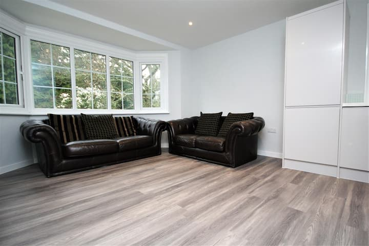 Lovely bright newly refurbished two bedroom flat