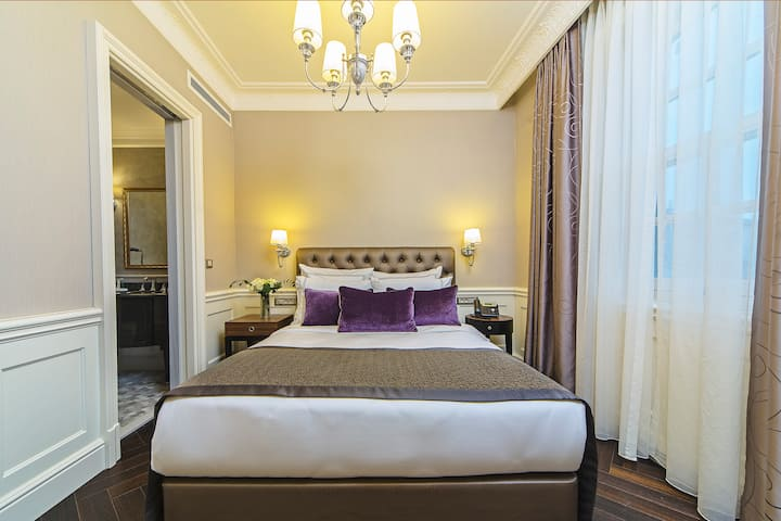 Suite Room near Galata Tower with Buffet Breakfast