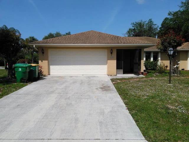 Private Room w/Amenities - Port Charlotte - House