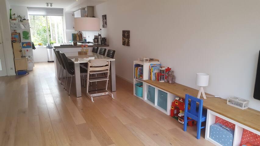 4 bedroom family house just outside Amsterdam! - Ouderkerk aan de Amstel - Hus