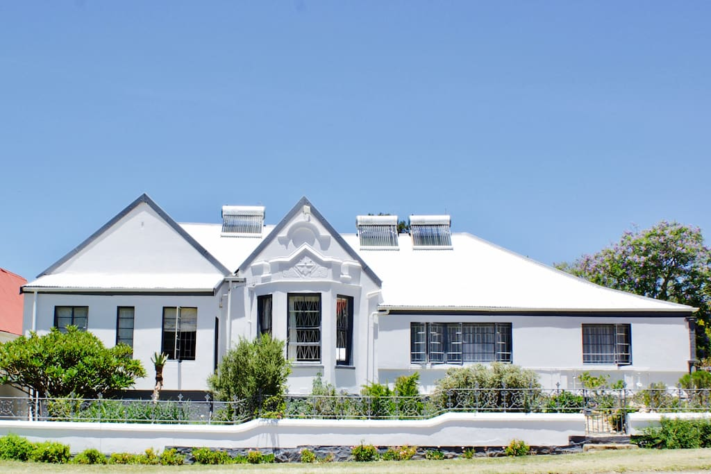Beatutiful old Karoo house with solar geysers and indigenous, waterwise garden.