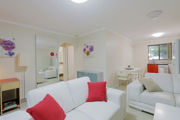 Spacious -2 Bedroom Best Location FreeWifi+B'fast - East Victoria Park - Apartment