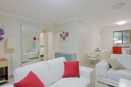 Spacious -2 Bedroom Best Location FreeWifi+B'fast - East Victoria Park - Huoneisto