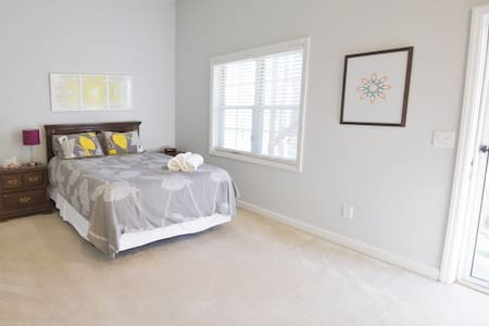 Private suite near North Hills - Raleigh