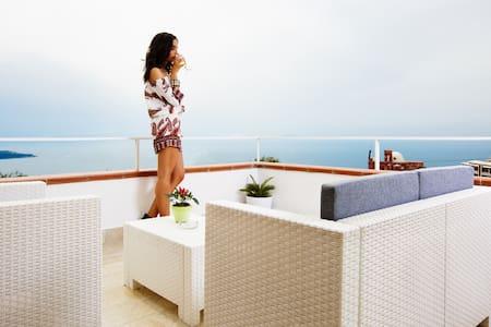 Villa con terrazza vista mare Tre camere con bagno - Montechiaro