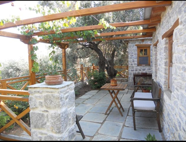 Stone house in relaxing secret garden - Skiathos - Rumah