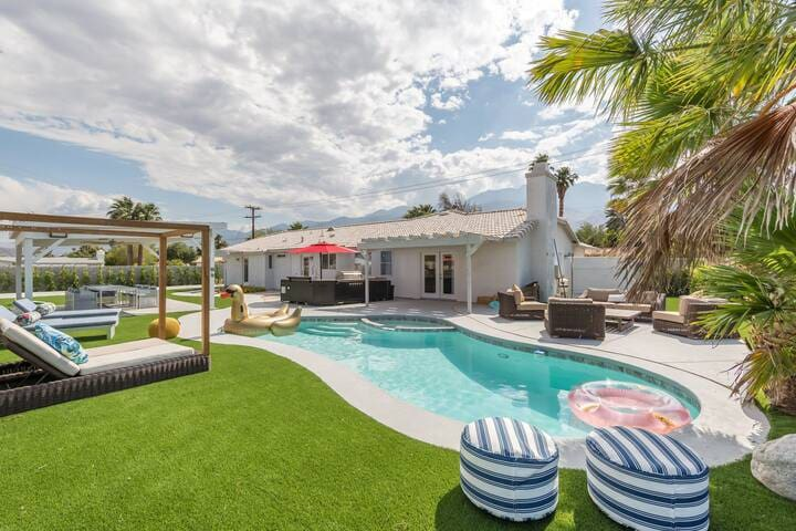 Luxurious Palm Springs Villa w/Pool & Game Room