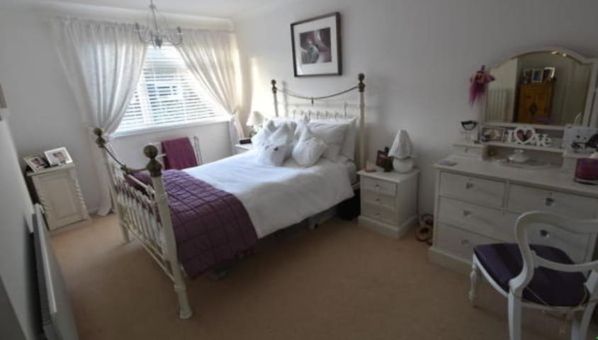 Rooms in beautiful house close to Stansted Airport - Hertfordshire - House
