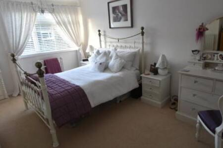 Rooms in beautiful house close to Stansted Airport - Hertfordshire - Talo