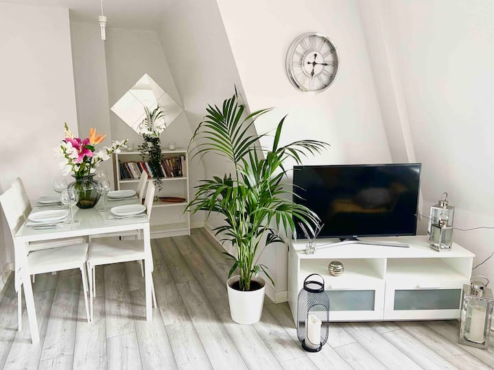 Lovely 1 Bed  Apartment In Heart of Enfield Town