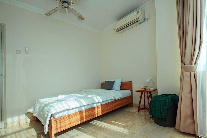 Cozy & Private Single Bedroom in Cilandak