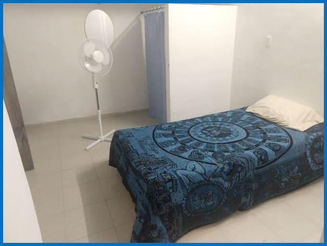 Tu hogar en Mérida. Habitación con baño propio
