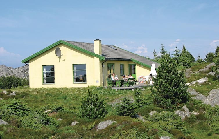 Holiday cottage with 3 bedrooms on 110m² in Haugesund