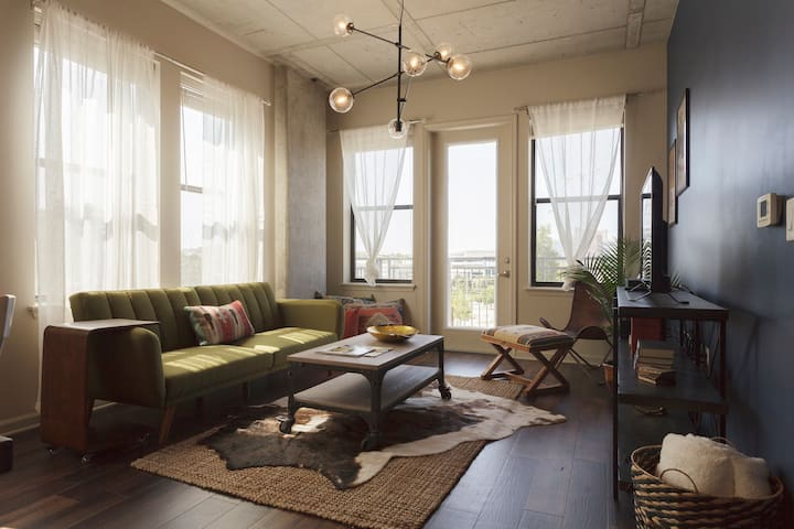 Chic West End Apartment